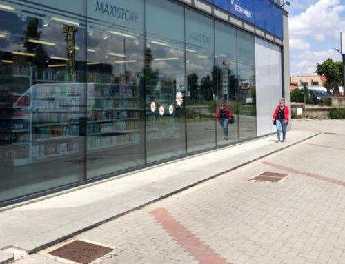 Pulizia vetrate per riapertura store